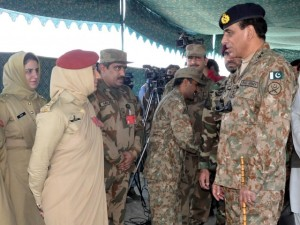 Chief of Army Staff talks to Pakistan Army Medical Corps officials during his visit in Awaran