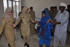 Pakistan army ladies Officer helping Baloch earthquake victim